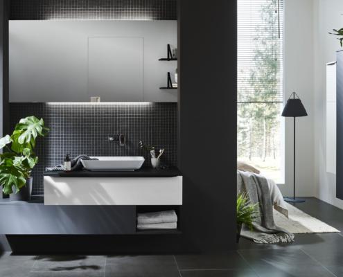 Bild: Badezimmer mit Waschtisch