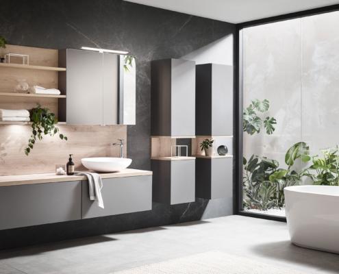 Bild: Badezimmer mit Waschtisch und Badewanne